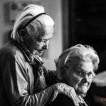 Cuidar a personas dependientes puede ser tu profesión